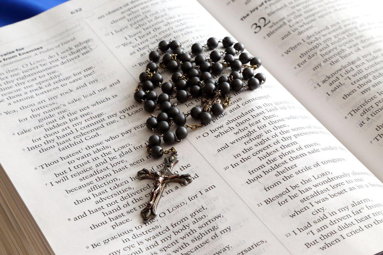 what does the rosary symbolize